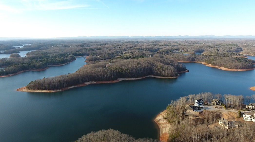 Build your dream home on a dream Lake Lanier property