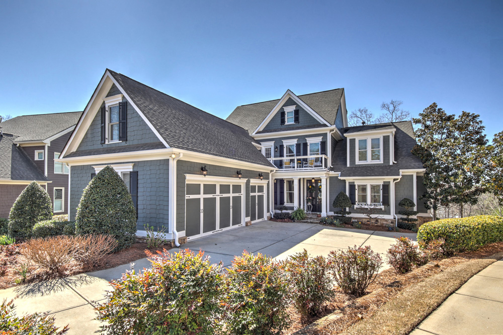 Villa home with magnificent Lake Lanier view
